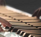 W-09_woman-playing-piano-wavebreakmedia